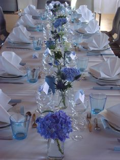 Beautiful tables - Decoration For Home Blue Centerpieces, Wedding Reception Centerpieces, Wedding Table Flowers, Outdoor Wedding Decorations, Centerpiece Decorations, Tiffany Blue Weddings, Tiffany Wedding, Blue Table Settings, Flower Arrangements Simple