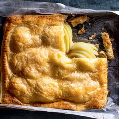 Pear Pie, Cinnamon Almonds, Honey Syrup, Pie Recipes, Tray Bakes, Sweet Treats, Food Cakes, Baking, Desserts