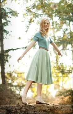 Elle Fanning. She and the picture are beautiful.