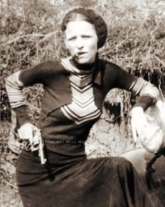 BONNIE AND CLYDE PHOTO - BONNIE PARKER ARMED PISTOL REVOLVER FORD V8 1932 and HATE 2 TELL YA ITS NOT A CIGAR.