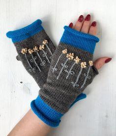 hobbymarket lt /knit mittens and gloves * /knit Crochet Mittens, Mittens Pattern, Knitting Socks, Hand Knitting, Wrist Warmers, Hand Warmers, Half Gloves, Fingerless Gloves Knitted, Knitting Designs