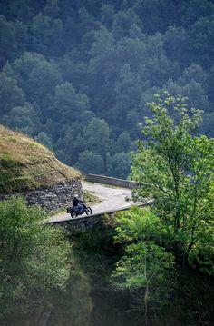 Les Pyrénées à moto  Road Trip #27 #Pyrénées #Voyage #moto #voyagemoto