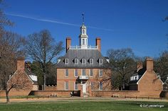 Governor's Mansion, Williamsburg, Virginia. High Style Georgian Colonial with two detached dependencies. A Southern Georgian variation, such homes evolved into a five part plan with two hyphens connecting the main house to the dependencies.