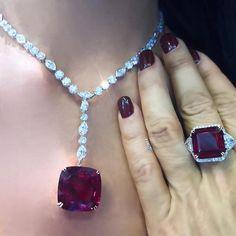 """Red & Beyond"" as worn by @thediamondsgirl the perfect set of Rubellite and Diamonds ♥️ #KarenSuen #KarenSuenFineJewellery #Designer #BespokeJewels #PreciousStones #FineJewelry #JewelleryDesigner #ColorGemstone #HauteJoaillerie #UniqueJewellery #Gemstone #Diamond #Rubellite #HauteCouture #JewelsOfInstagram #Kuwait #Doha #HongKong #Malaysia #Indonesia #Taiwan #AbuDhabi #Dubai #KSA"