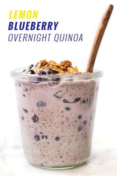 Overnight Quinoa Lemon Blueberry Overnight Quinoa -- takes only 5 minutes to make and will keep you full all morning long!Lemon Blueberry Overnight Quinoa -- takes only 5 minutes to make and will keep you full all morning long! Barre Energie, Overnight Quinoa, Overnight Breakfast, Vegan Recipes, Cooking Recipes, Kale Recipes, Diet Recipes, Recipies, Clean Eating Recipes