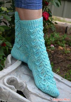 "Носки "" Свежесть мяты"" Crochet Shoes, Knit Crochet, Mitten Gloves, Mittens, Knitting Socks, Hand Knitting, Boot Toppers, Sock Shoes, Leg Warmers"
