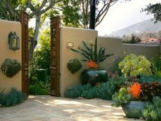 Outdoor Deko - Mediterrane Gartengestaltung mit vielen Arten von Sukkulenten