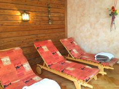 Entspannen im Klockerhof #klockerhof #familiekoch #dashotelfürentdecker #zugspitzarena #tirol #vitaloase #massagen #seelebaummelnlassen Outdoor Furniture, Outdoor Decor, Sun Lounger, Wellness, Home Decor, Recovery, Vacation, Nice Asses, Chaise Longue
