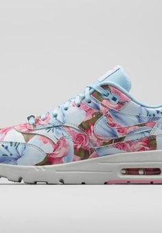 5e1f321e78 A nova coleção da  Nike Sportswear Women s City Collection  surge como uma  verdadeira ode à primavera.