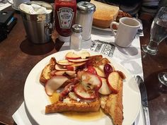 Montréal Brunch Bon-D Apple Maple Syrup Cheddar Bacon Maple Syrup, Cheddar, French Toast, Bacon, Brunch, Apple, Diy, Breakfast, Inspiration