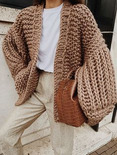 Chunky Cardigan Outfit, Mohair Cardigan, Winter Cardigan Outfit, Knit Cardigan Pattern, Cardigan Outfits, Chunky Knit Jumper, Chunky Sweaters, Oversized Knit Cardigan, Chunky Knits