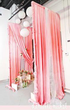 photobooth The Wedding Date, Our Wedding, Dream Wedding, Lace Beach Wedding Dress, Wedding Ceremony Flowers, Vintage Winter Weddings, Unique Weddings, Wedding Designs, Wedding Styles