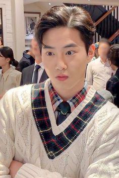 Kim Junmyeon, Suho Exo, Rhythm And Blues, Music People, Chinese Boy, Popular Music, Korean Singer, Boy Bands, Boy Groups