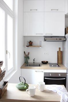Modern Eat-In Kitchen Ideas (Kitchen design ideas in Decoration, Lighting, and Remodeling for eat-in kitchen style) Small Apartment Kitchen, Home Decor Kitchen, Home Kitchens, Kitchen Ideas, Apartment Interior, Apartment Design, Modern Kitchen Design, Interior Design Kitchen, Knoxhult Ikea