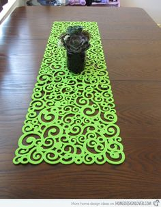 15 Table Runner Designs for Your Dining Table | Home Design Lover. Love it !