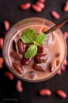 [Es Brenebon (Manado Red Kidney Bean and Chocolate with Shaved Ice)]