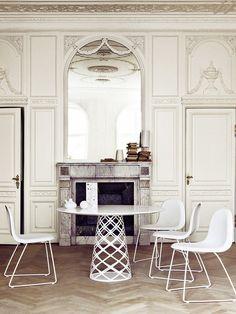 Mesa e cadeiras Gubi