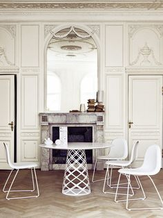 Table and chairs Gubi