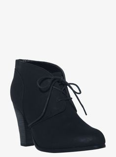 The basic black shoe gets an upscale Oxford edge on these faux leather lace-ups. With a stacked heel and a sleek silhouette, these trend-right beauties really elevate your look day or night.
