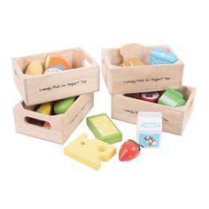 Vier kratten vol met gezond eten en zuivelproducten. Inhoud: 21 onderdelen.