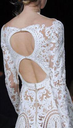 Vestidos de novia (Inspiración) // Wedding dress (Inspiration) Increíble el detalle de este vestido de novia de Zuhair Murad #zuhairmurad #vestidodenovia #vestidoconencaje