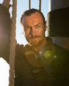 toby stephens captain flint | New Trailer for Pirate Series BLACK SAILS — GeekTyrant
