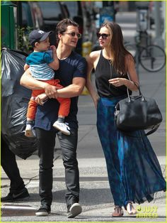 miranda-kerr-orlando-bloom-family-day-with-flynn-03.jpg (918×1222)