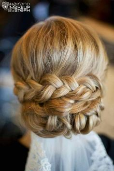 From the gorgeous loose bun with side-swept bangs to the effortlessly beautiful loose waves, these magnificent wedding hairstyles from Hair and Make-up by Steph are must-adds to your Pinterest inspiration board. See more of our favorites below.