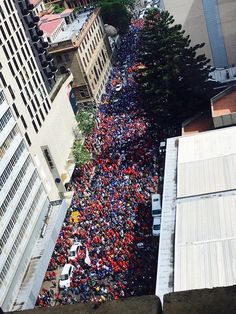 DA - Marchers are making their way to the Union Buildings. 12 April 2017 We are a diverse movement of people who care about the future of our country. We are the movement for CHANGE Democratic Alliance, The Future Of Us, Our Country, South Africa, World, Holiday Decor, Happenings, Buildings, March