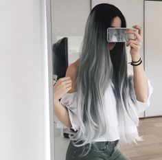 If there was anything more 'instragram worthy' it would be ZOEVA. Cute Hair Colors, Pretty Hair Color, Ombre Hair Color, Grey Ombre, Hair Colour, Pretty Hairstyles, Wig Hairstyles, Coloured Hair, Foto Art