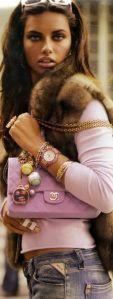 Adriana Lima con borsa Chanel