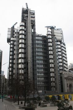 Gallery of Lloyd's Set to Leave Richard Rogers-Designed Headquarters - 1 London Architecture, Modern Architecture, Richard Rogers, Lloyd's Of London, Walking City, Listed Building, Creative Decor, Skyscraper, Exterior