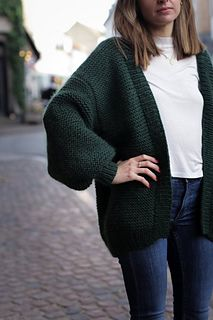 The Balloon Jacket is a button-less oversized cardigan with big balloon sleeves. Use it on cold winter days or as a spring and fall jacket. Oversized Knit Cardigan, Crochet Cardigan Pattern, Baby Boy Knitting Patterns, Crochet Buttons, Vogue Knitting, Jacket Pattern, Knit Jacket, Garter Stitch, Couture