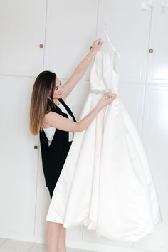 Brides Only / Are u a bride to be and you need help with your wedding dress??