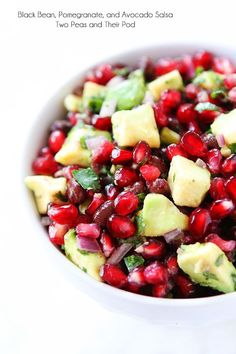Black Bean, Pomegranate and Avocado Salsa. Black Bean, Pomegranate and Avocado Salsa Recipes Black bean salsa with pomegranate arils and avocado! This festive salsa is perfect for holiday parties! Raw Food Recipes, Vegetarian Recipes, Cooking Recipes, Healthy Recipes, Appetizers For Party, Appetizer Recipes, Healthy Snacks, Healthy Eating, Salsa Recipe