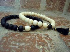 Yin Yang Wrist Mala Set / Yoga Bracelet / Wrist Mala por Syrena56