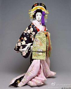 The Kimono Gallery Geisha Japan, Japanese Geisha, Japanese Kimono, Kimono Japan, Traditional Fashion, Traditional Dresses, Kabuki Costume, Kimono Design, Japanese Costume