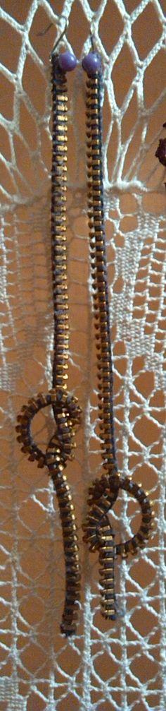 """Recupero: cerniere rotte e spilli. Questi orecchini a pendente hanno il pregio di poter essere tagliati """"su misura"""". :)"""