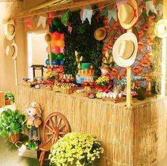 Decoração Festa Junina 60 Ideias Incríveis para se Inspirar Garden Troughs, Trough Planters, Housewarming Present, New Interior Design, Garden Stones, House Warming, Outdoor Gardens, Best Gifts, Scrap