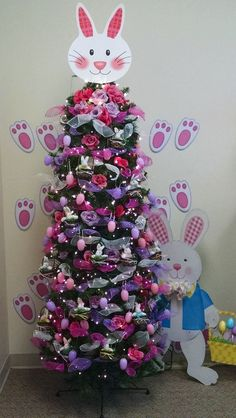 21 Easter egg tree decorations ideas that are cheerful & charming - Hike n Dip Easter Tree Decorations, Christmas Tree Themes, Holiday Tree, Easter Wreaths, Xmas Tree, Holiday Fun, Easter Decor, Easter Ideas, Holiday Ideas