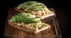 Avocado toast with scrambled eggs by the Greek chef Akis Petretzikis! An easy, quick recipe for an open face avocado toast with eggs! Make the yummiest snack! Scrambled Eggs, Quick Recipes, Yummy Snacks, Avocado Toast, Brunch, Breakfast, Open Face, Easy, Food