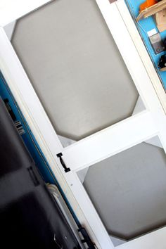 Learn how to build this easy DIY screen door for cheap! Using scrap wood, you can make this screen door for your garage or for a front door makeover. Wood Screen Door, Wooden Screen, Wood Doors, Screen Doors, Make A Door, Diy Door, Nifty Diy, Easy Diy, Simple Diy