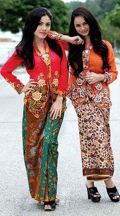 Summer dress malaysia radio Kebaya Lace, Batik Kebaya, Batik Dress, Kimono, Modern Kebaya, Indonesian Kebaya, Muslim Fashion, Folk Fashion, Women's Fashion