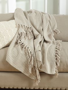Soft cotton houndstooth throw in natural