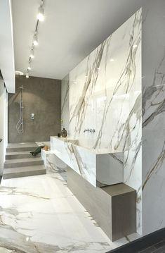 Grey Bathroom Wall Tiles, White Marble Bathrooms, Gold Bathroom, Bathroom Bath, Modern Bathrooms Interior, Bathroom Design Luxury, Dream Bathrooms, Casa Milano, Calacatta Oro