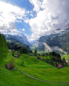 I heard this place had stunning views but I just wasn't prepared for this. My Jaw dropped. Lauterbrunnen Switzerland || Click on the photo to discover the most incredible destinations with us :)