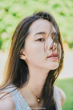 China Entertainment News: Nana Ouyang poses for photo shoot Korean Girl, Asian Girl, Romance Film, Poses For Photos, Grunge Girl, Action Film, Chinese Actress, Asian Beauty, Ulzzang