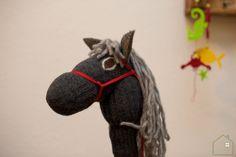 Het stokpaard van Sinterklaas Indie, Presents, Horses, Toys, Gifts, Animals, School, Animales, Animaux