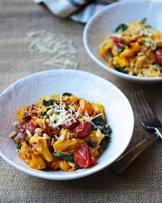 15. Spaghetti Squash with Tomato, Spinach, Garlic and Pine Nuts #comfortfood #squash http://greatist.com/eat/spaghetti-squash-recipes