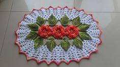 Jogo de Cozinha com 3 peças, com flores na cor coral multicolorido e fundo na cor branca, sendo:  - 2 Tapetes com 78cm;  - 1 Passadeira com 1,45m.    * PODE SER FEITO EM OUTRAS CORES. R$ 200,00